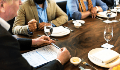 How to navigate a lunch interview