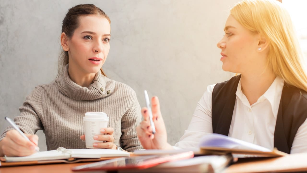 non-verbal communication during an interview