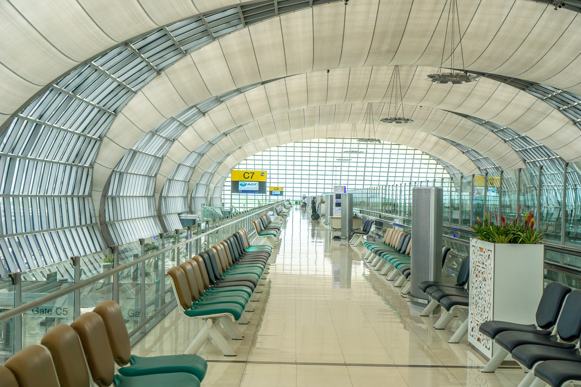 What the pros and cons of working in an Airport?